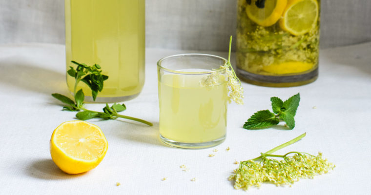 Light elderflower cordial // vegan