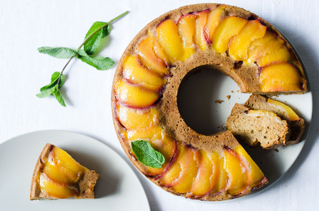 Peach and mint upside-down bundt cake // vegan