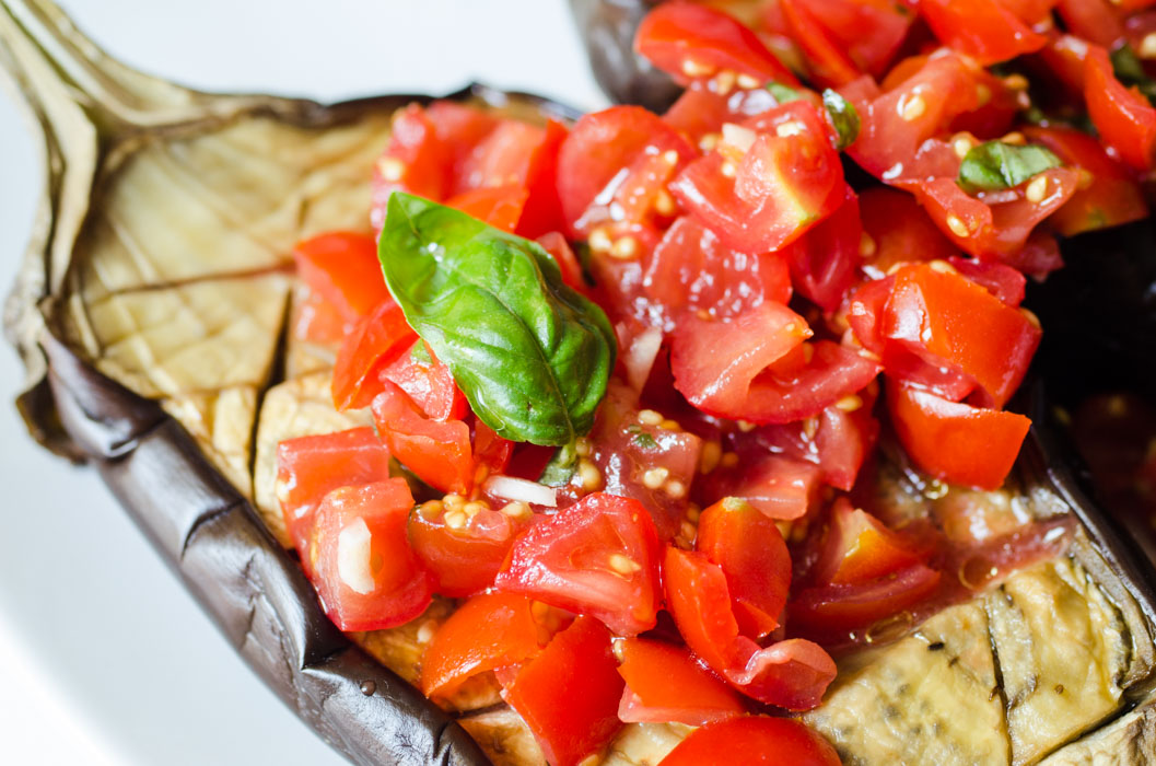 Roasted eggplant with tomatoes and purple garlic // vegan