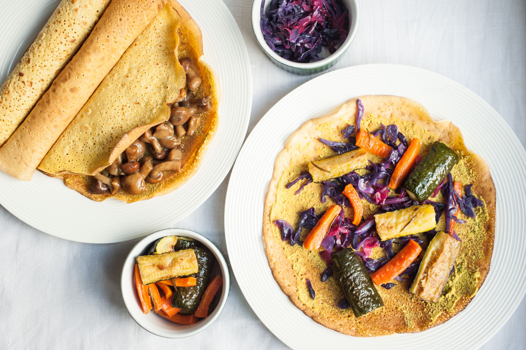 Chickpea flour crêpes with vegetables and an orange-garlic sauce // vegan