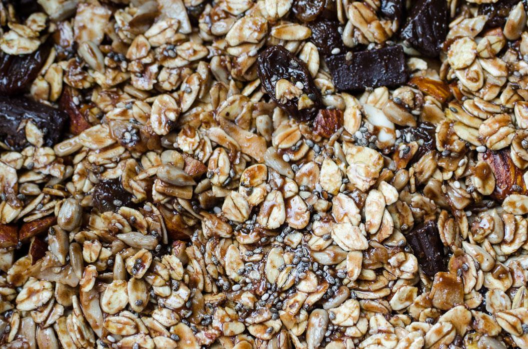 Double chocolate coconut almond granola bars // vegan