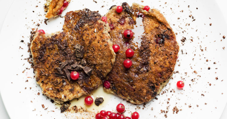 Perfectly fluffy chocolate and red currant oat pancakes // vegan