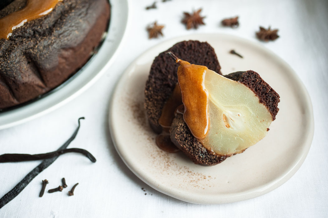 CHOCOLATE AND POACHED PEAR BUNDT CAKE + SPICED CARAMEL // VEGAN