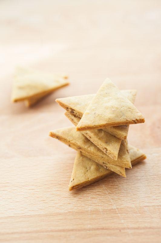 Chickpea flour crackers + cumin coriander hummus {vegan + gluten free}