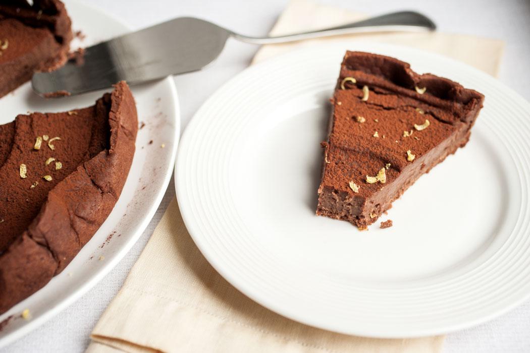 Chocolate mousse tart with chocolate crust {vegan}
