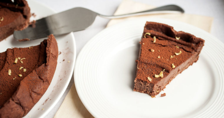 Chocolate mousse tart with chocolate crust {vegan}