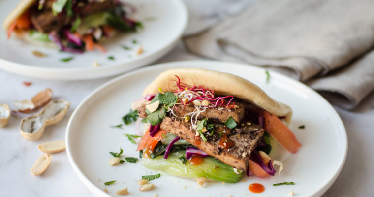 Gua bao (Chinese steamed buns) with marinated tofu {vegan}