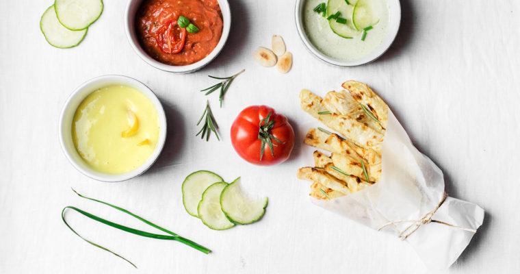 Sedano rapa al forno con maionese, tzatziki e salsa di pomodorini arrosto {vegan + senza glutine + senza grani}