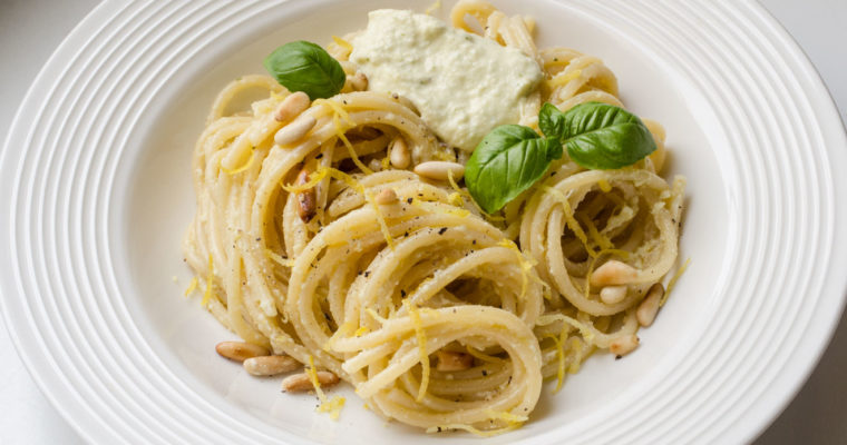 Pasta al pesto: lemons from Procida {vegan}