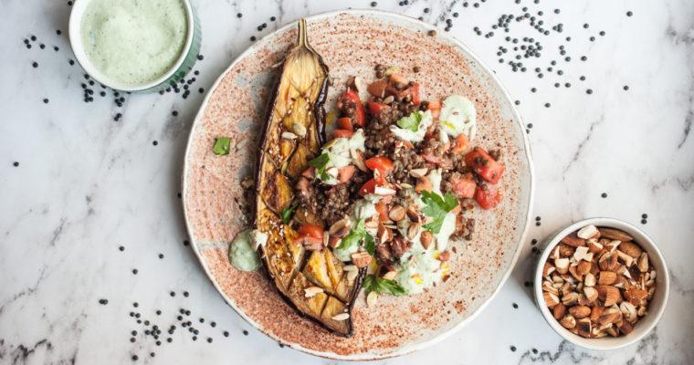 Insalata di lenticchie nere con melanzane arrosto e tzatziki {vegan + senza glutine}