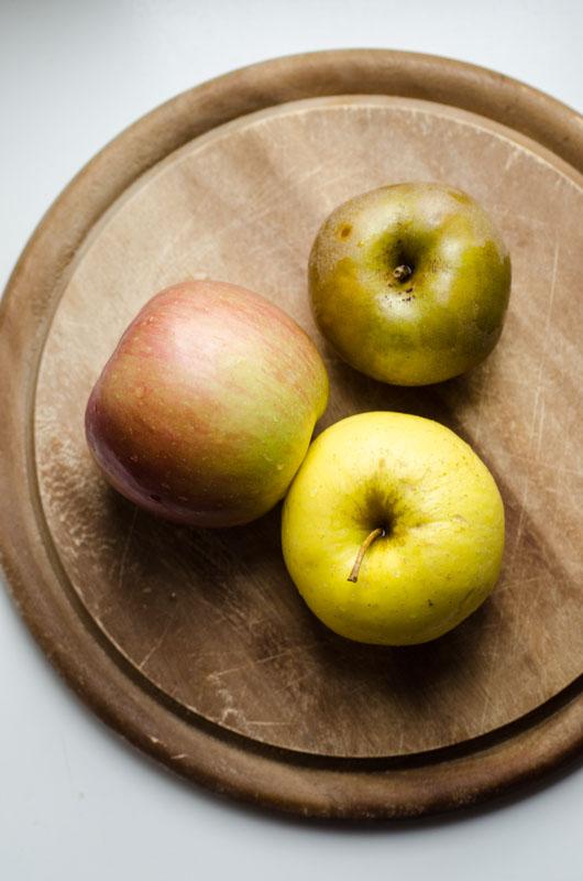 Marta's Plants - Applesauce granola {vegan + sugar free + oil free}