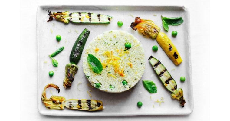 Cous cous con pisellini freschi, zucchine baby grigliate e agrumi {vegan}
