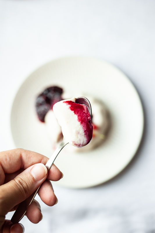 Marta's Plants - Panna cotta with berry sauce {vegan + gluten free}