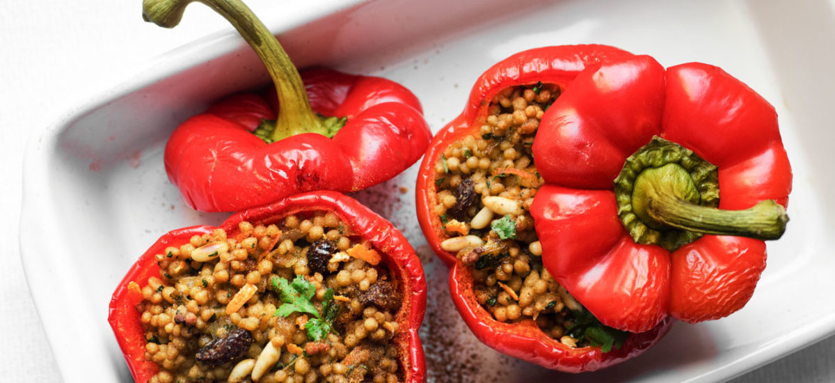 Baked peppers stuffed with sweet-spiced maftoul (Palestinian/giant cous cous) {vegan}