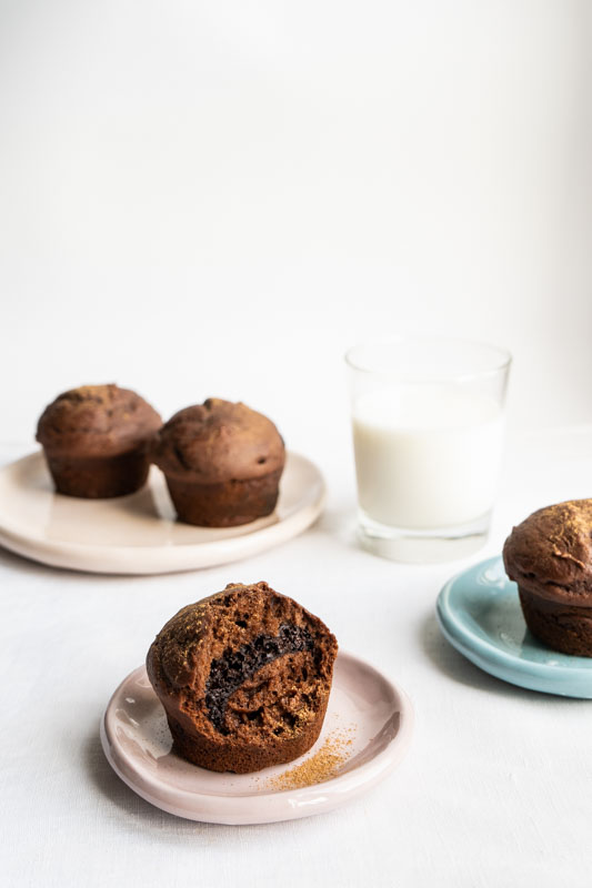 Fluffy chocolate muffins {vegan} - Marta's Plants