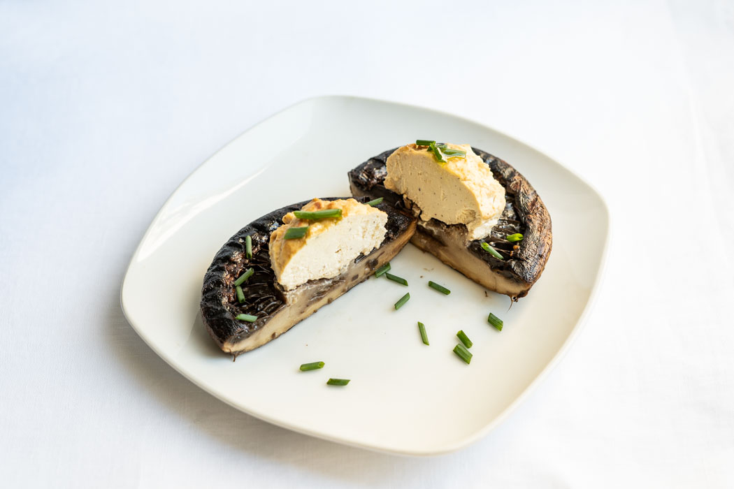 Marinated portobellos with a spiced tofu filling {vegan + gluten free} - Marta's Plants