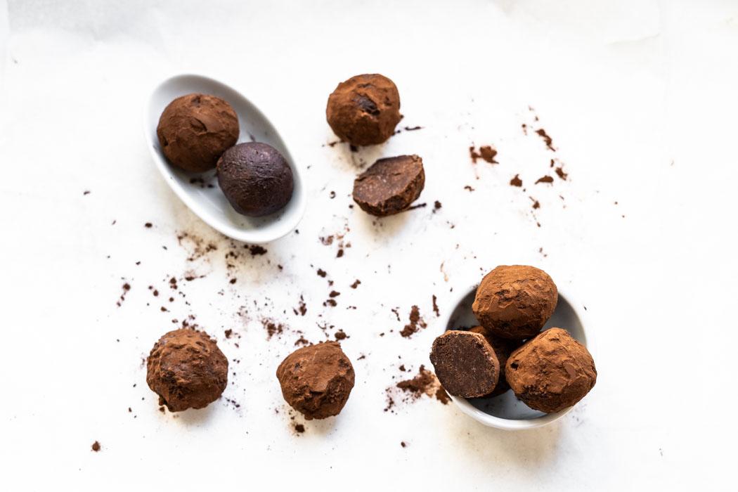 Easiest 2-ingredient chocolate truffles {vegan + gluten free} - Marta's Plants