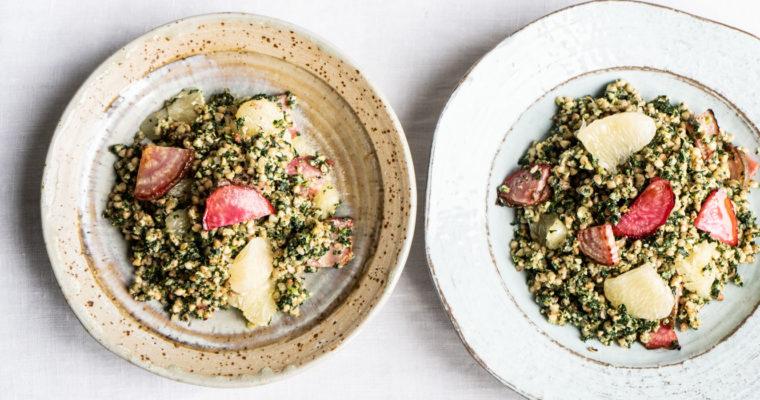 Grano saraceno con pesto di cavolo nero, barbabietola e agrumi {vegan + senza glutine}