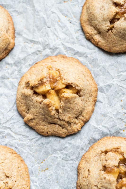 Apple hand pies w/ salted caramel {vegan} - Marta's Plants