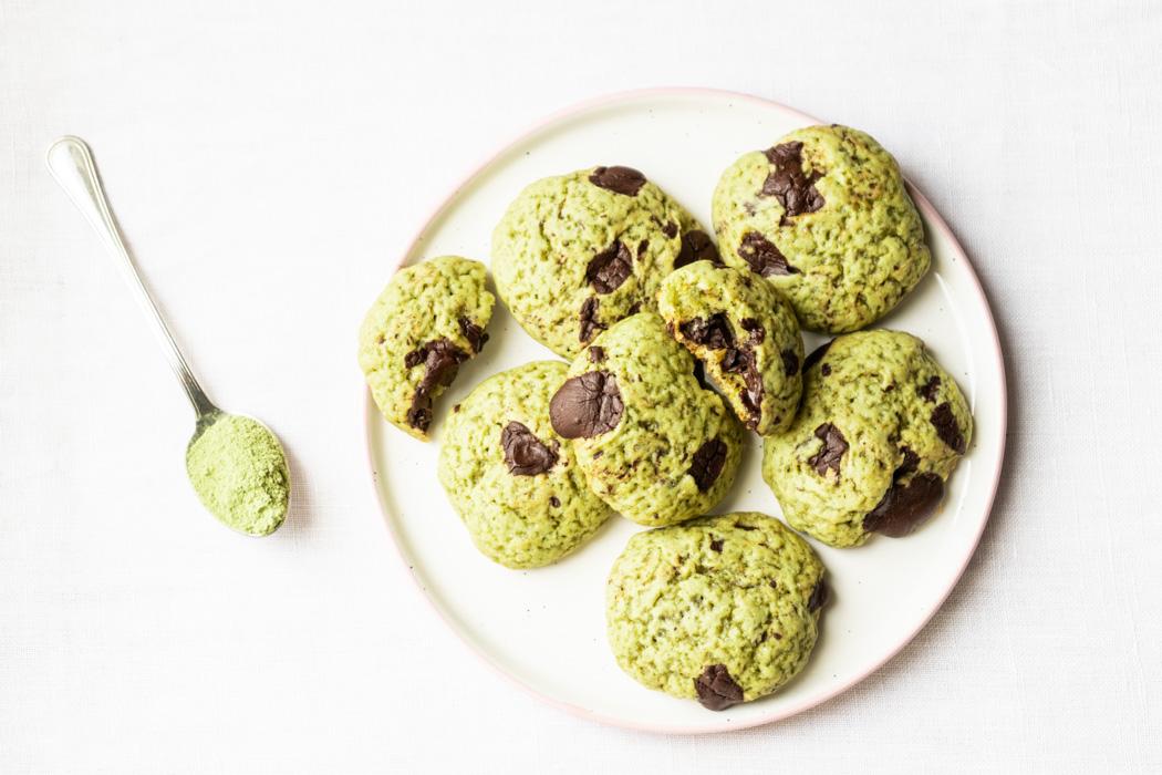 Soft matcha cookies w/ chocolate chunks {vegan} - Marta's Plants