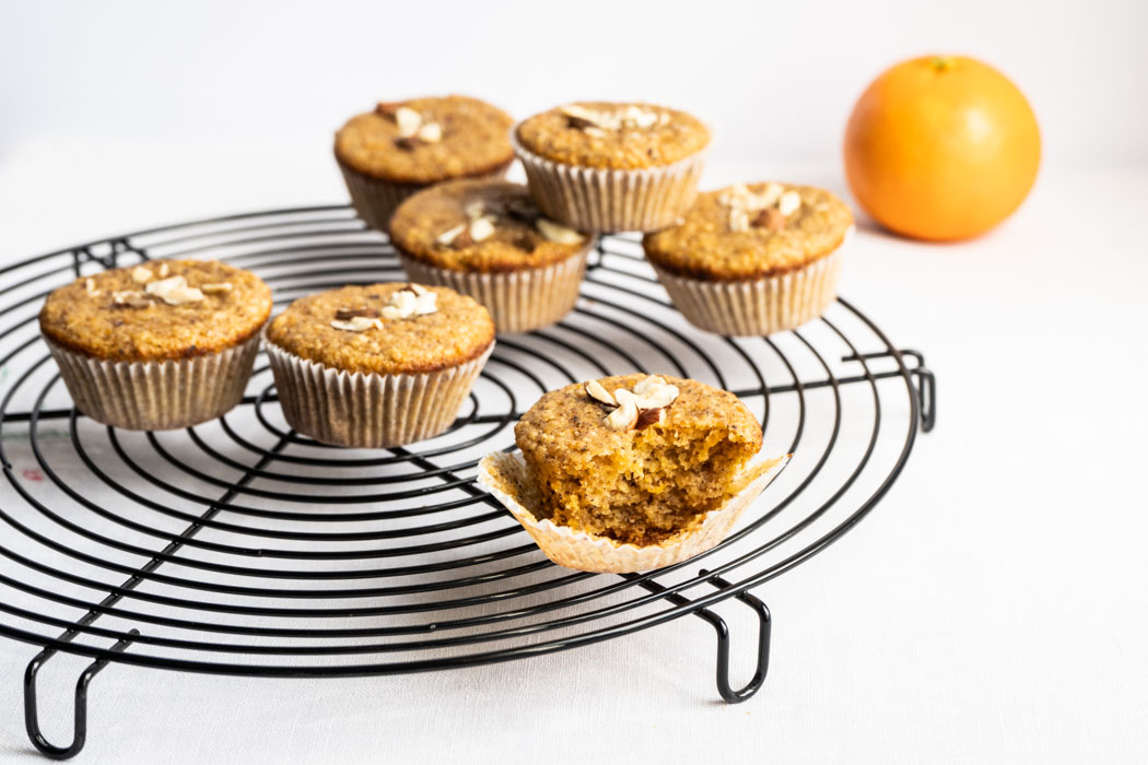 Hazelnut, orange and carrot mini cakes {vegan} - Marta's Plants