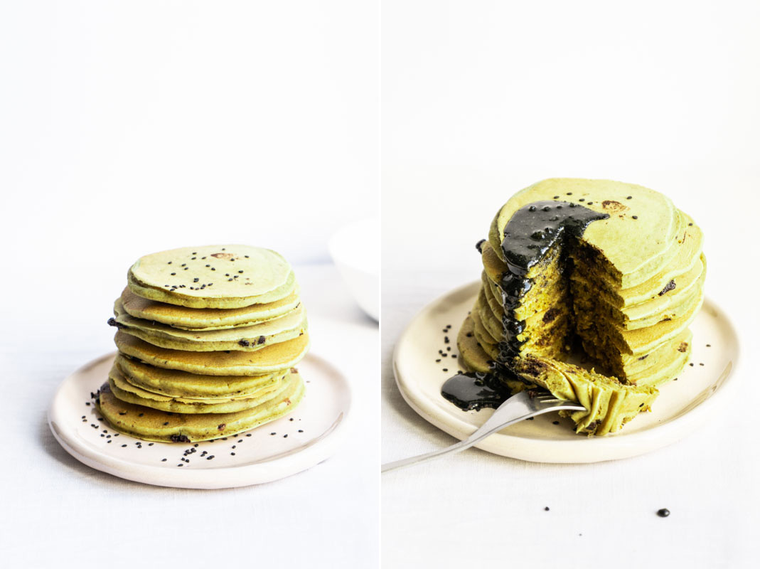 Matcha pancakes w/ black sesame drizzle {vegan} - Marta's Plants