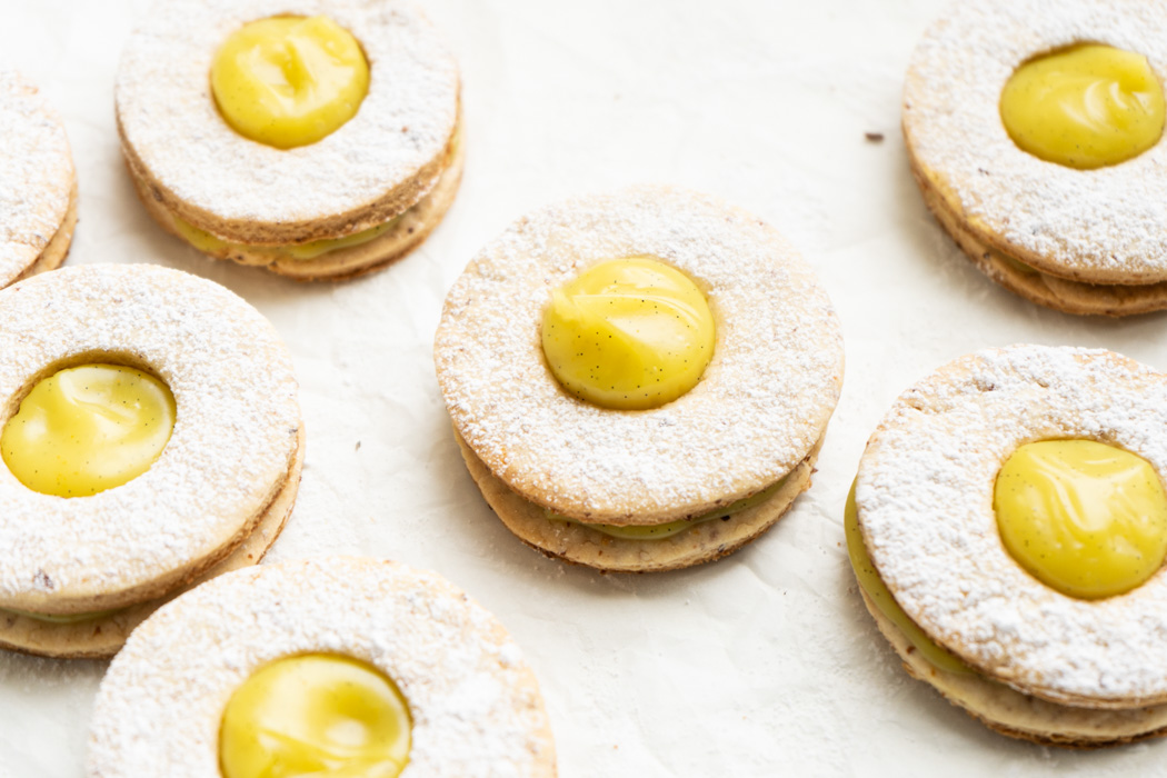 Cookies filled with a lemon & ginger custard {vegan} - Marta's Plants