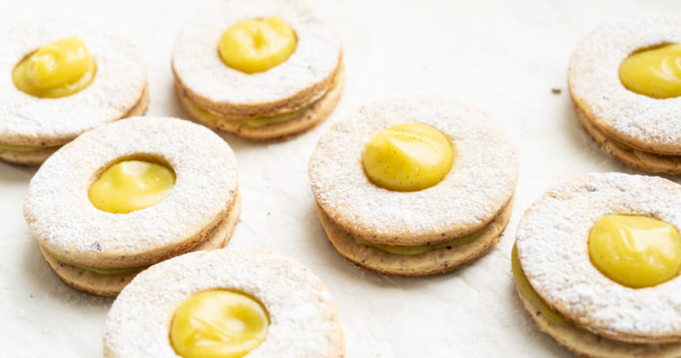 Cookies filled with a lemon & ginger custard {vegan}