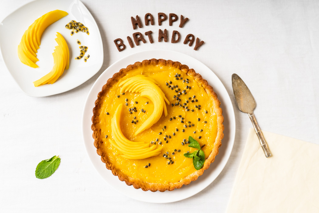 Mango & passion fruit tart {vegan} - Marta's Plants